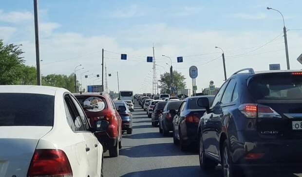 ВТюмени из-за ремонта дороги наПермякова образовалась дорожная пробка