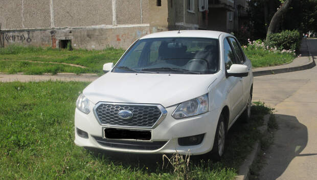 Жителям Подольска напомнили о запрете парковки на тротуаре и штрафе