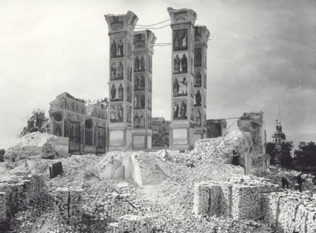 Разрушение Свято-Троицкого собора. Фотограф Борис Оттлие (1929 г.). Источник фото: pastvu.com/p/475054