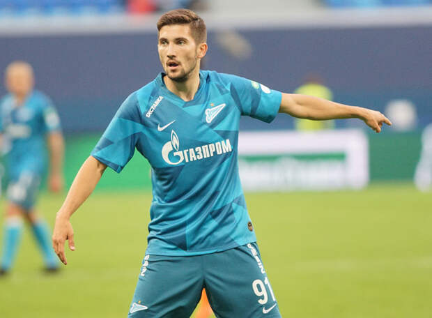 Алексей Сутормин: Лучше играть правым защитником с первых минут, чем оставаться нападающим в запасе