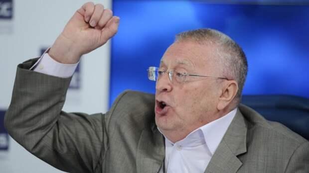 Смелый поступок В. Жириновского (лидер ЛДПР заявил, что власти преднамеренно фальсифицируют выборы)