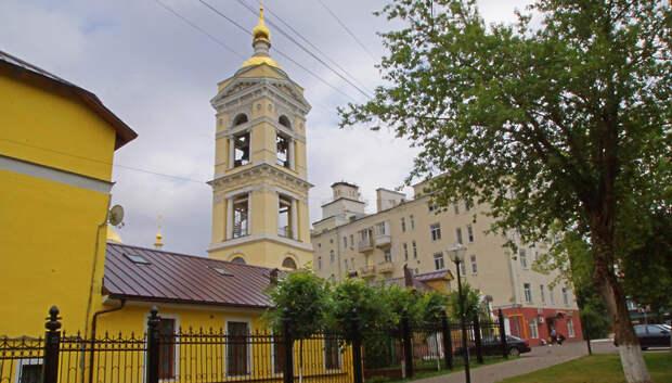 В Троицком соборе Подольска провели богослужение на прихрамовой территории