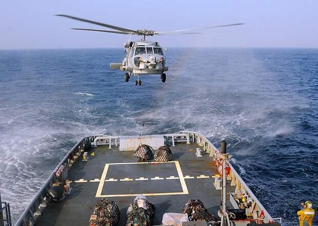 Операция по переброске срочного груза с борта океанского буксира на ракетный крейсер ВМС США USS Vella Gulf (CG 72), действовавший в Индийском океане в составе амфибийного соединения во главе с десантным вертолетоносцем «Иводзима»