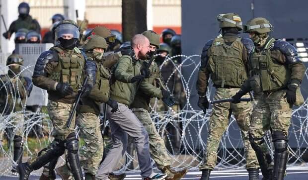Заявление МВД Белоруссии о применении боевого оружия на протестах назвали блефом