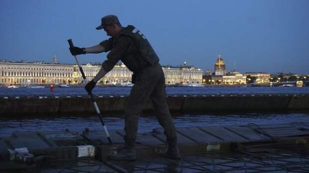 Инженерные подразделения ЗВО развернули в центре Петербурга более 90 понтонов