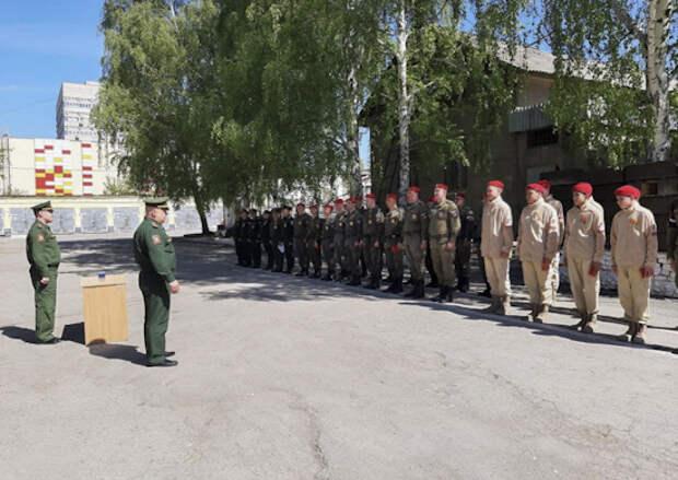 Медали за участие в параде Победы получили военные полицейские ЦВО и юнармейцы в Екатеринбурге