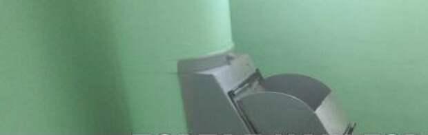Коммунальщики отремонтировали мусоропровод в доме 9 по Абрамцевской