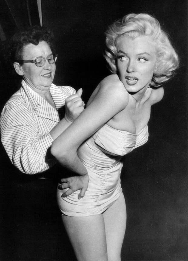 Мэрилин Монро на съёмках фильма «Джентльмены предпочитают блондинок», 1953 год