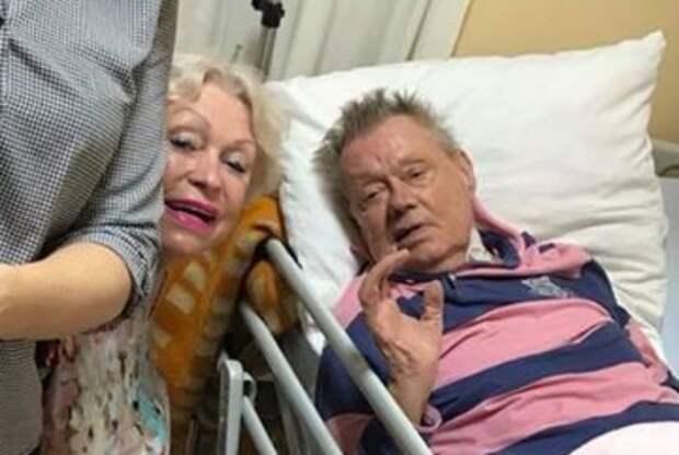 Внучка показала одно из последних фото Николая Караченцова