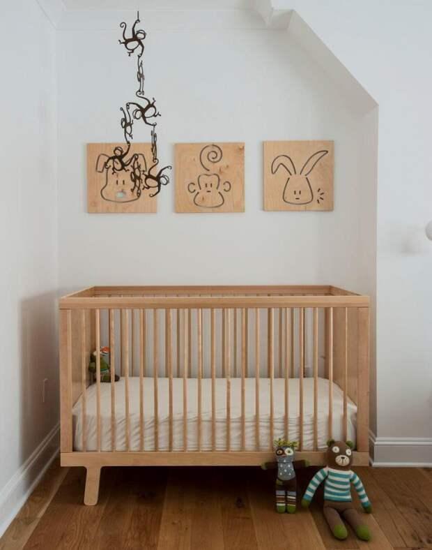 Для детской отлично подойдет оформление стен минималистическими рисунками животных на крафтовой бумаге, что выглядит очень мило и атмосферно