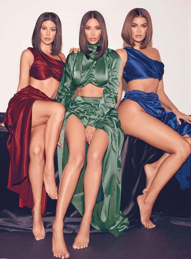 Сестры Кардашьян снялись в соблазнительных нарядах в рекламе нового парфюма