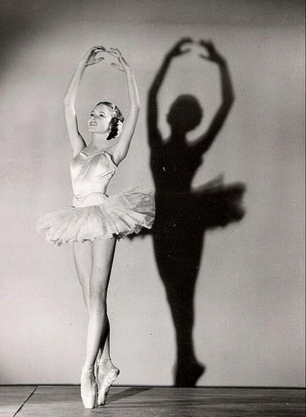 Брижит Бардо на уроках балета.