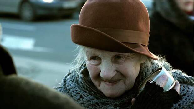 Внук 89-летней актрисы Доротенко выгнал ее из собственной квартиры