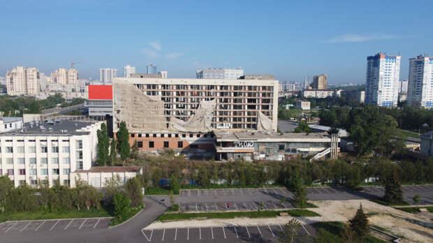 Современный вид Молодежного центра в Волгограде