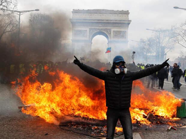 Франция: Начальник штаба объявил о зачистке армии от подписантов письма, встревоженных приближением хаоса