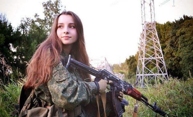 Российские девушки в униформе: служат с мужчинами в одной части