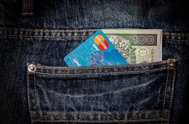 Вор-карманник вытащил телефон из шубы на проспекте Защитников Москвы