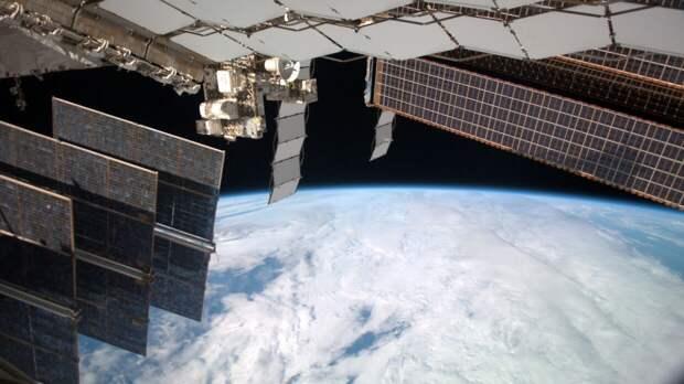 Роскосмос развеял миф о разглядывающих машинные номера спутниках