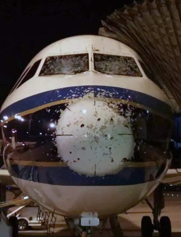 Ни один пассажир не захотел бы знать об этом: 15 снимков, сделанные после приземления самолетов