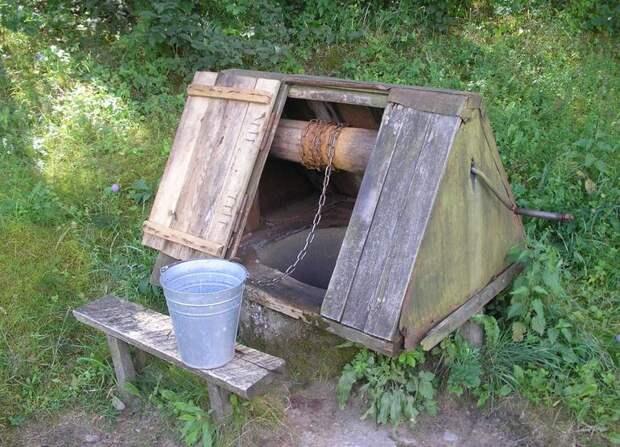 Очистка воды из колодца на участке с загородным домом