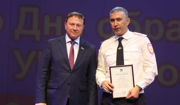Председатель ЗСПК вручил благодарности сотрудникам УМВД вчесть юбилейной даты