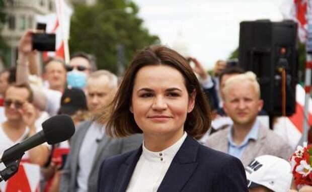 На фото: бывший кандидат в президенты Белоруссии, лидер оппозиции Светлана Тихановская во время встречи со своими сторонниками в Вашингтоне