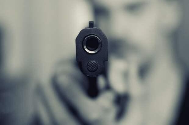Россиянин попытался застрелить сына своей сожительницы