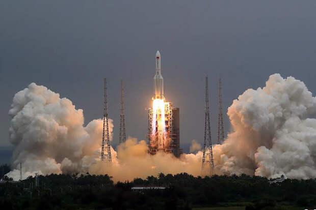 Появилось первое фото падающей на Землю китайской ракеты