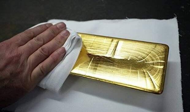Золото дорожает на слабом долларе