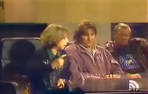 Октябрь 93-ого. Ахеджакова: Почему армия нас не защищает от этой проклятой конституции (видео)