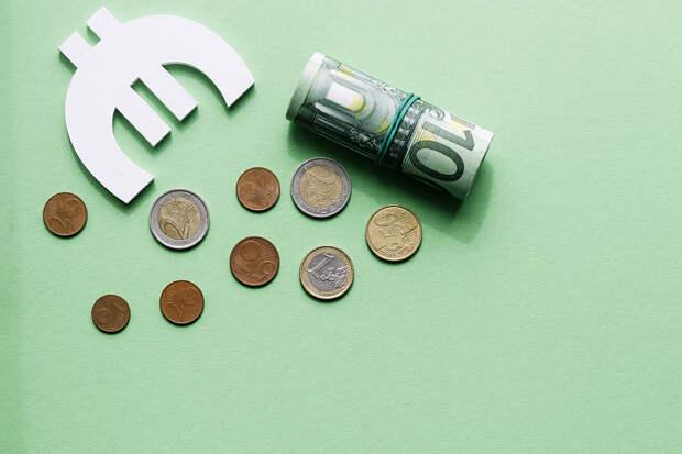 Курс евро в ходе торгов поднялся выше 83 рублей