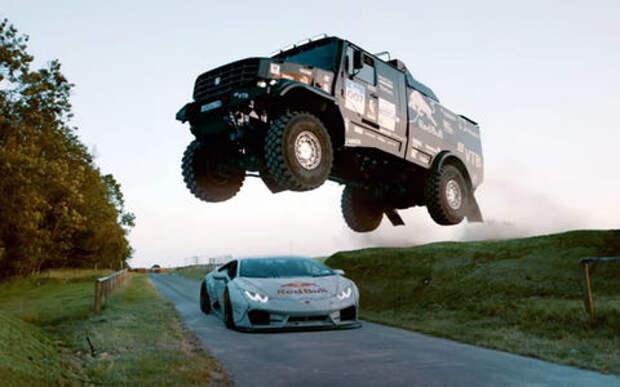 Видео — огонь! КАМАЗ перепрыгивает Lamborghini