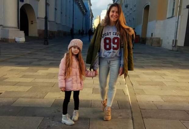 Малолетние украинские блогеры играют во взрослую любовь