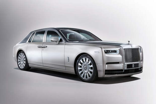 Rolls-Royce Phantom VIII: консервативен снаружи, технологичен внутри