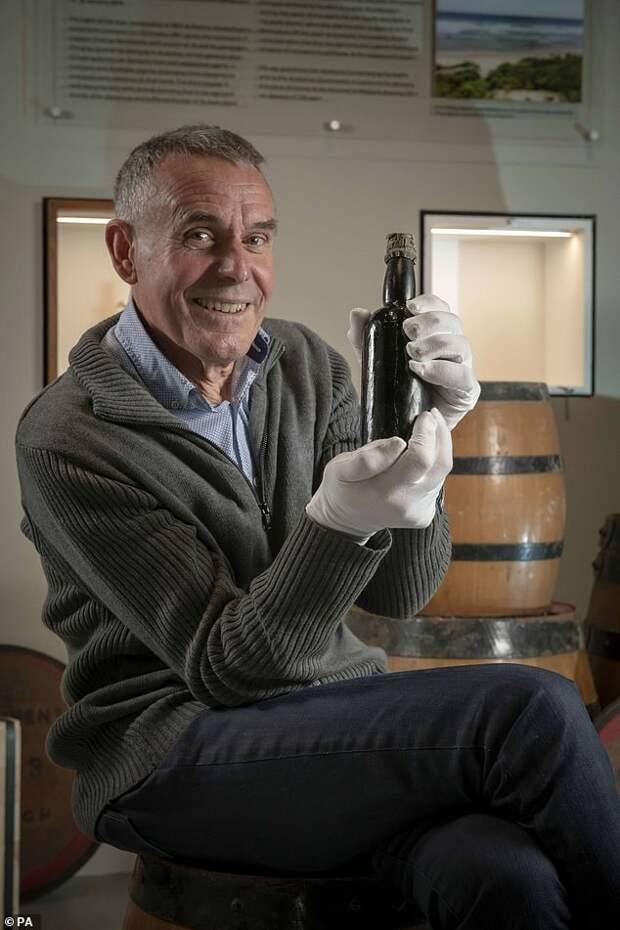 Самый старый стаут Британии: дайвер передал вмузей 150-летнюю бутылку пива, найденную наместе кораблекрушения
