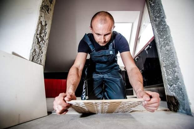 Жительница дома на Петрозаводской боится, что после ремонта соседей рухнет потолок