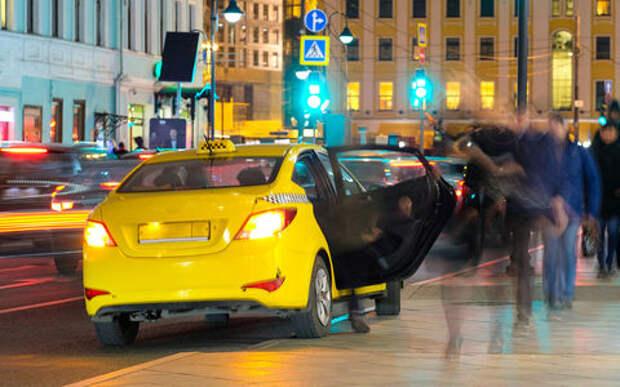 Девушка избила таксиста и угнала его машину. А потом заявила, что ее изнасиловали