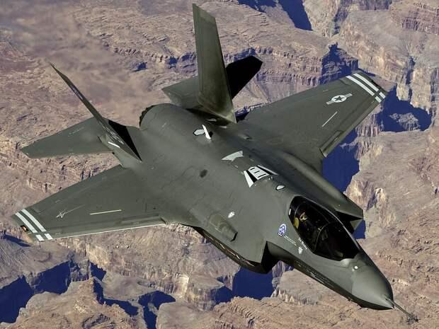 Ввод в эксплуатацию американского истребителя F-35 может быть отложен из-за проблем с ПО