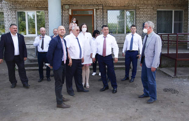 Игорь Руденя поручил отремонтировать входную группу и установить пандус для скорой помощи в Андреапольской ЦРБ