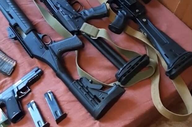 ФСБ в 22 регионах РФ накрыла изготовителей оружия и боеприпасов