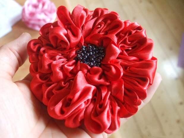 Мастер класс.Изготовление цветов из атласной ленты.