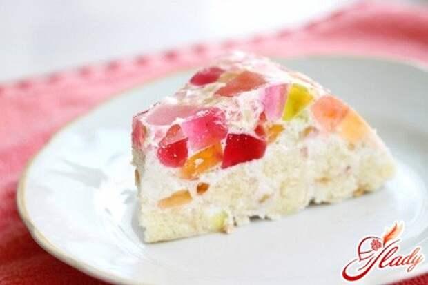Желейный торт с печеньем: легкий десерт для жаркого лета