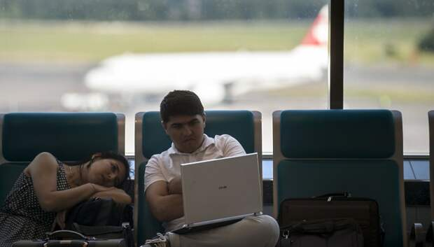 20 рейсов задержали и отменили в московских аэропортах в субботу днем