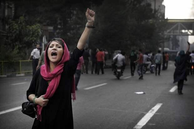 Протесты с дальним прицелом. Чем аукнется России цветная революция в Иране?