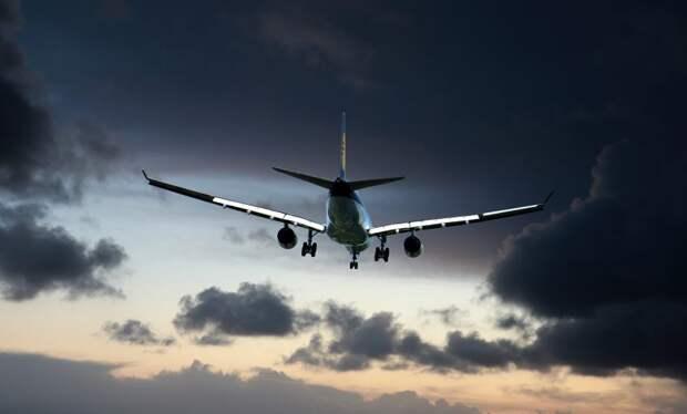 Летевший из Симферополя в Белгород самолет совершил экстренную посадку в Шереметьево