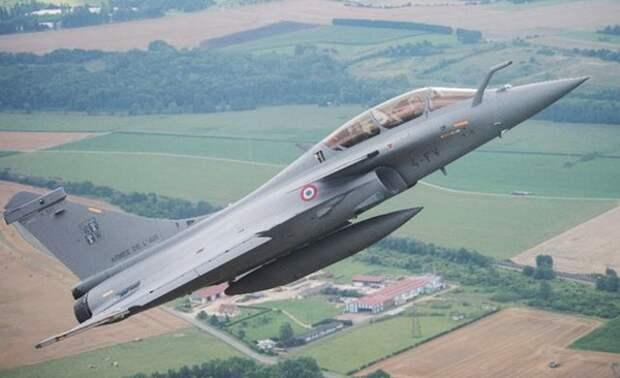 Во Франции пенсионер случайно катапультировался во время взлета истребителя