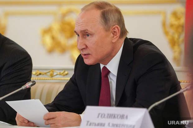 Путин обратился кглавам регионов поработе вмайские праздники. «Это неповод расслабляться»