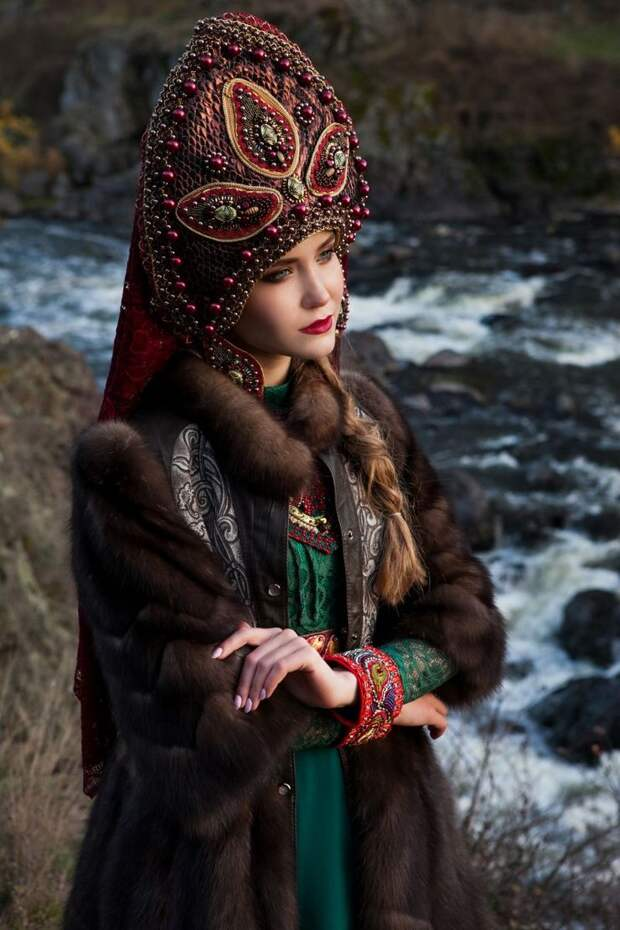 Мисс Екатеринбург снялась в образе сказочной красавицы в кокошнике и шубке