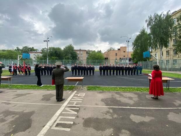В школе на Большой Марфинской кадеты вступили в ряды «Юнармии»