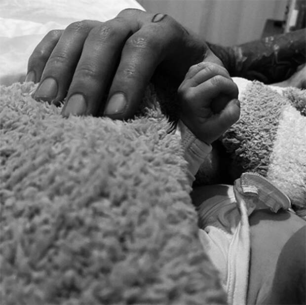 Джиджи Хадид поделилась селфи с двухмесячной дочкой